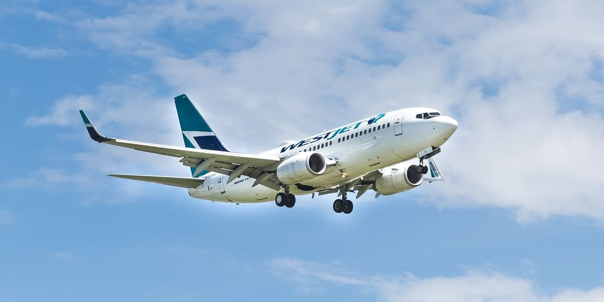 Another Canadian Airline Is Now Offering Free COVID-19 Insurance For Travellers