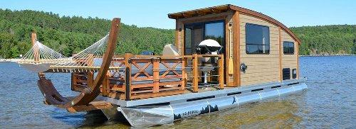 Toi et ta moitié pouvez louer un ponton avec hamac à 1h de Montréal cet été
