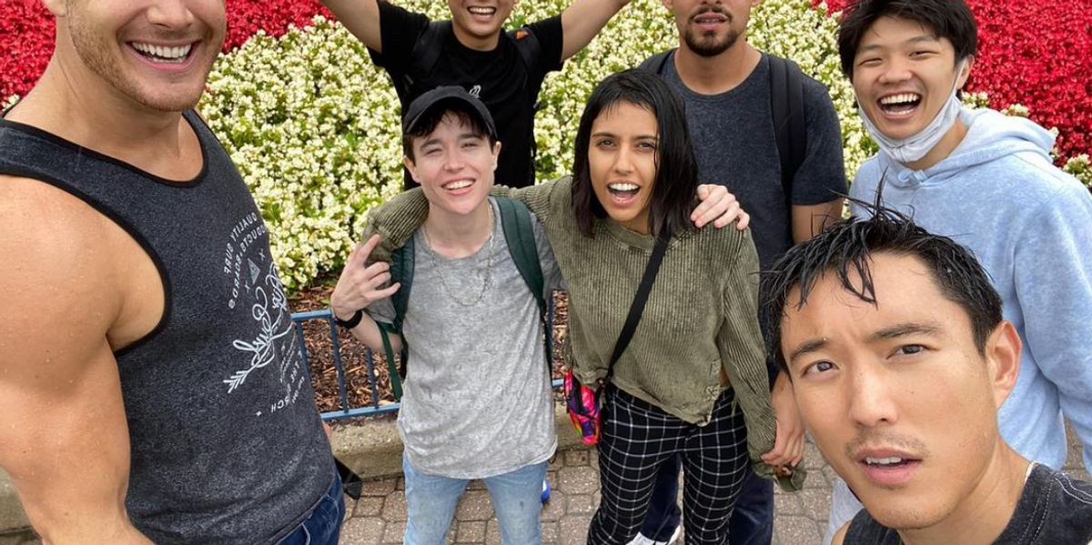 'The Umbrella Academy' Cast Spent The Day At Wonderland & Got Totally Soaked (PHOTOS)