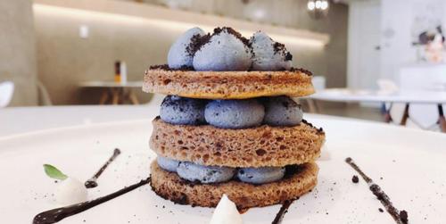 This New Dessert Bar In Toronto Has The Most Unique Mini Cakes