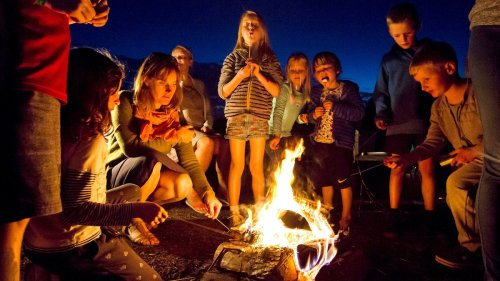 How to safely plan a family reunion
