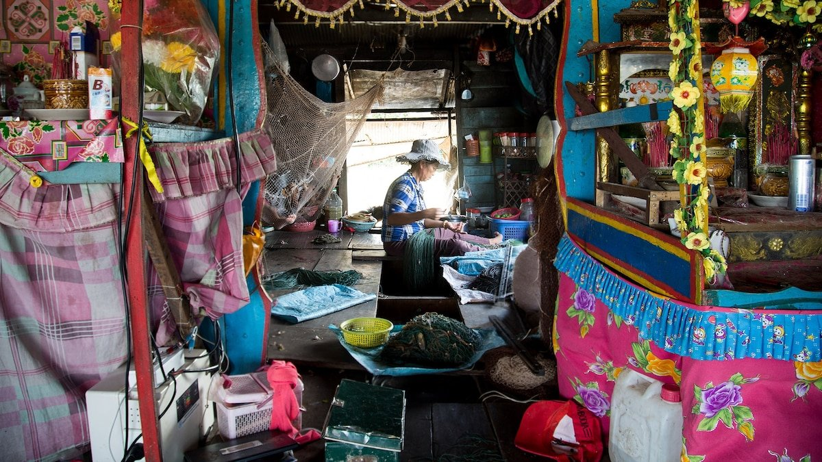 Immigrants find homes in colorful, floating villages