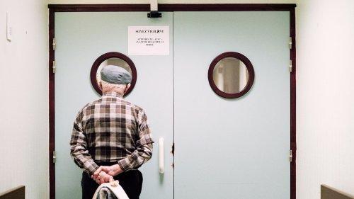 Tender images reveal life inside an Alzheimer's ward