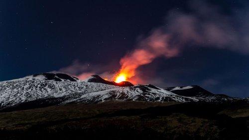 Europas aktivster Vulkan rutscht ins Meer