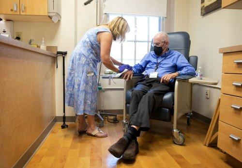 Así funciona el nuevo medicamento contra el alzhéimer por el que la FDA estadounidense ha sido criticada