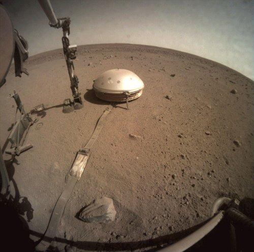 Mission InSight : premier aperçu du centre de Mars