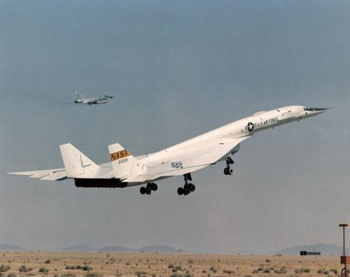 Video: This Is What an XB-70 Valkyrie Bomber Crash Landing Looks Like