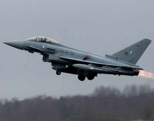 What an F-22 Pilot Thinks Of the Eurofighter Typhoon