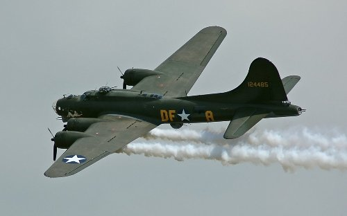 A Pilot Describes What It's like to Fly a B-17 Bomber