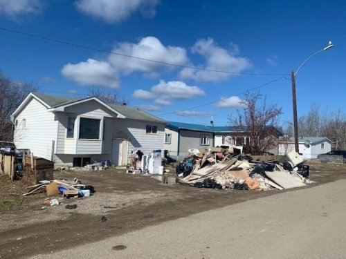 Fort Simpson residents hit by flood return to frigid homes and huge mess