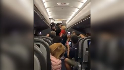 Passengers Kicked Off Flight at Miami Int'l Airport After Refusing to Wear Masks