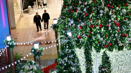 Retail Trade Group Expects Holiday Sales to Rise by All-Time Record, Despite Congested Ports