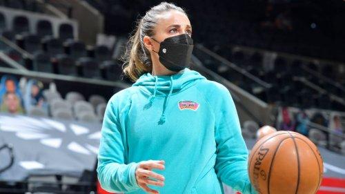 Rumor: Trail Blazers owner Jody Allen interested in Becky Hammon as coach