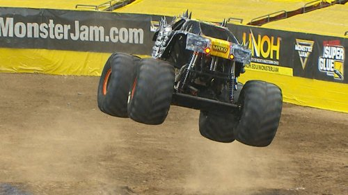 Extended Highlights: Adam Anderson wins Monster Jam Round 25 in