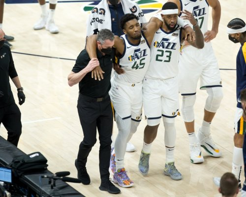 Donovan Mitchell leaves game with nasty looking ankle sprain