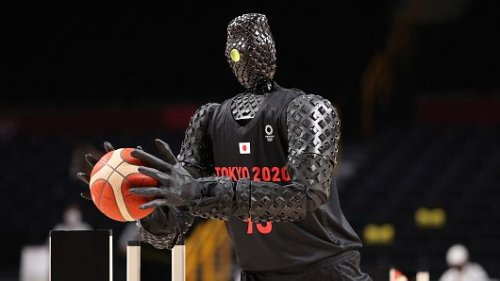 Basketball shooting robot can't miss, steals show during USA vs France