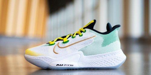Sabrina Ionescu gifts Oregon WBB with custom Nike shoes