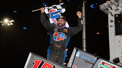 Donny Schatz scores milestone 300th Outlaw win at Dubuque Speedway, ends 38-race drought
