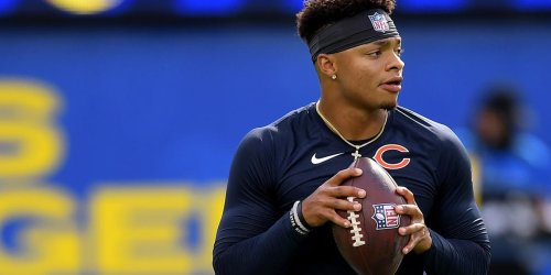 Hester thinks Fields should be the Bears starting QB