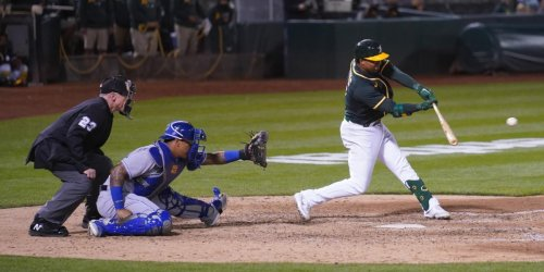 Andrus comes through with A's MLB-leading sixth walk-off win