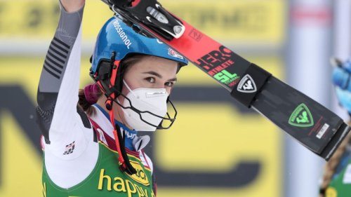 Mikaela Shiffrin calls out 'unprofessional' delay after Petra Vlhova wins