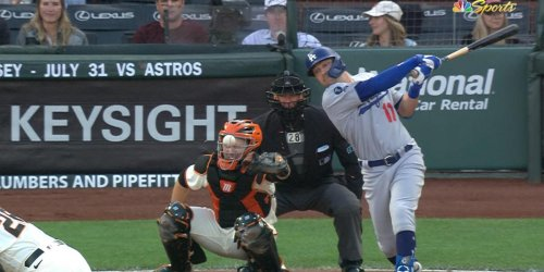 Posey takes hard foul tip to mask, replaced by Casali