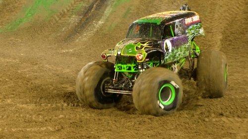Extended highlights: LeDuc, Monster Energy win Monster Jam in