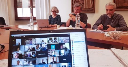 Secretariat begins discussing new synod process with bishops