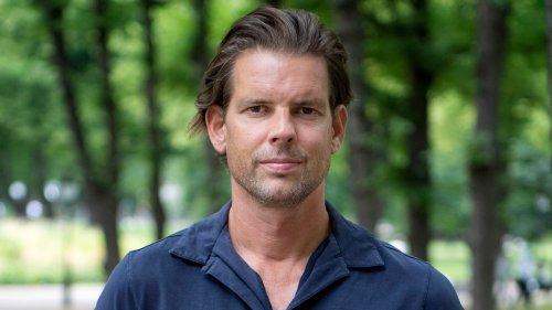 """Fabian Busch liest """"Die Überlebenden"""" von Alex Schulman"""