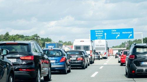 Ferienverkehr: Reisende brauchen auf A7 und A1 viel Geduld