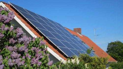 Lies will Photovoltaik-Pflicht für private Neubauten