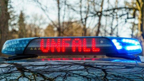Motorradfahrer stirbt bei Unfall mit Paketzustellfahrzeug