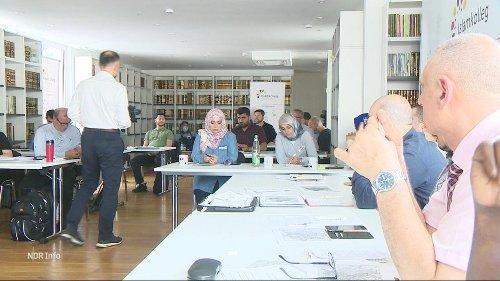 Niedersachsen startet Imam-Ausbildung in deutschen Moscheen