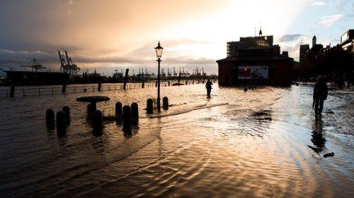 Sturmflut setzt Hamburger Fischmarkt unter Wasser