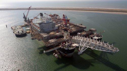 """Riesen-Verlegeschiff """"Pioneering Spirit"""" wechselt die Fronten"""