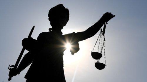 Gericht verurteilt zwei Männer wegen Hassbotschaften im Netz