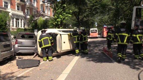 Taxi überschlägt sich in Hamburg bei einem Überholmanöver