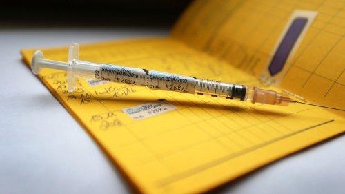 Corona-News-Ticker: Landkreistag will Debatte über Impfpflicht