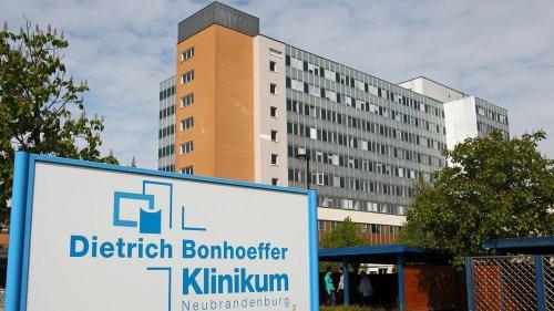 Neubrandenburg: Corona-Fälle an Klinikum, Quarantäne für Gymnasiasten
