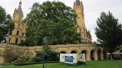 Jüdisches Laubhüttenfest in Schwerin: Eine Sukka vorm Schloss