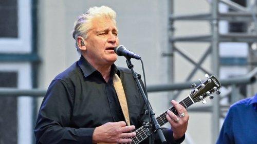 Rainhard Fendrich spielt neue Songs beim SHMF in Emkendorf