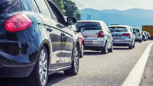 Verkehr staut sich zum Ferienstart - besonders auf A1 und A7