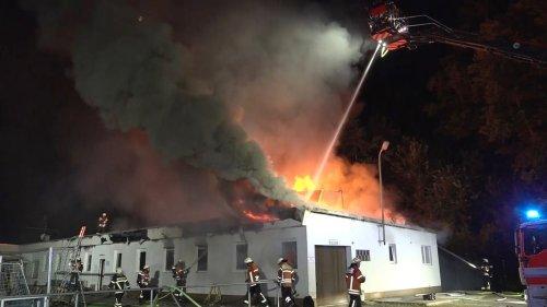 Brandserie: Feuerwehr in Braunschweig im Dauereinsatz