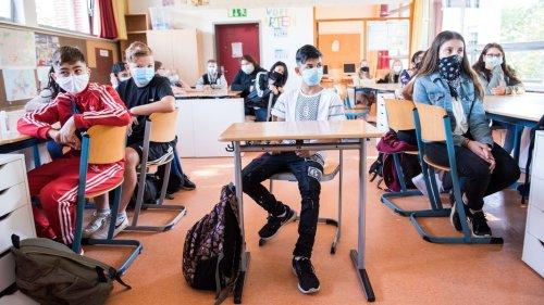 Corona: Tschentscher hält an Maskenpflicht an Schulen fest
