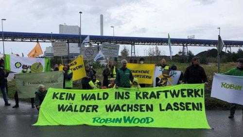 Umweltschützer demonstrieren gegen Umrüstung von Kraftwerk
