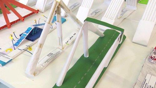 Hochschule Wismar sucht die stabilste Papier-Brücke