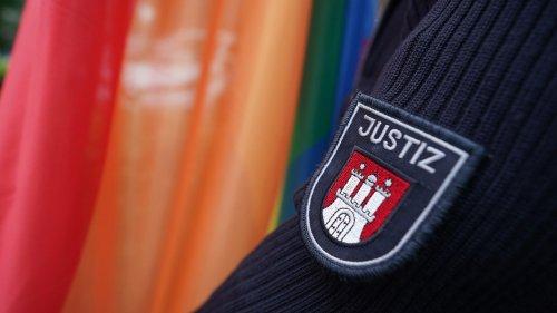 CSD 2021 in Hamburg: Erstmals Regenbogenfahne vor Gefängnis