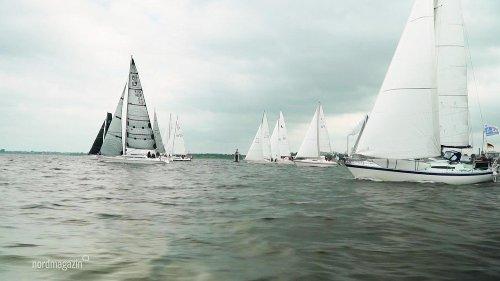 Start der MidsummerSail in Wismar: Segelboote stechen in See