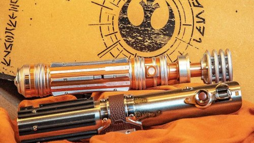 Luke and Leia's Legacy Lightsabers Get a Deluxe Replica Set - Nerdist