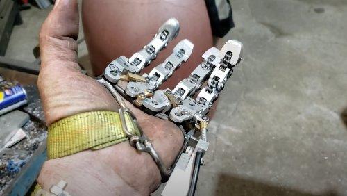 Intricate Mechanical Hand Prosthetic Is Cyberpunk AF - Nerdist